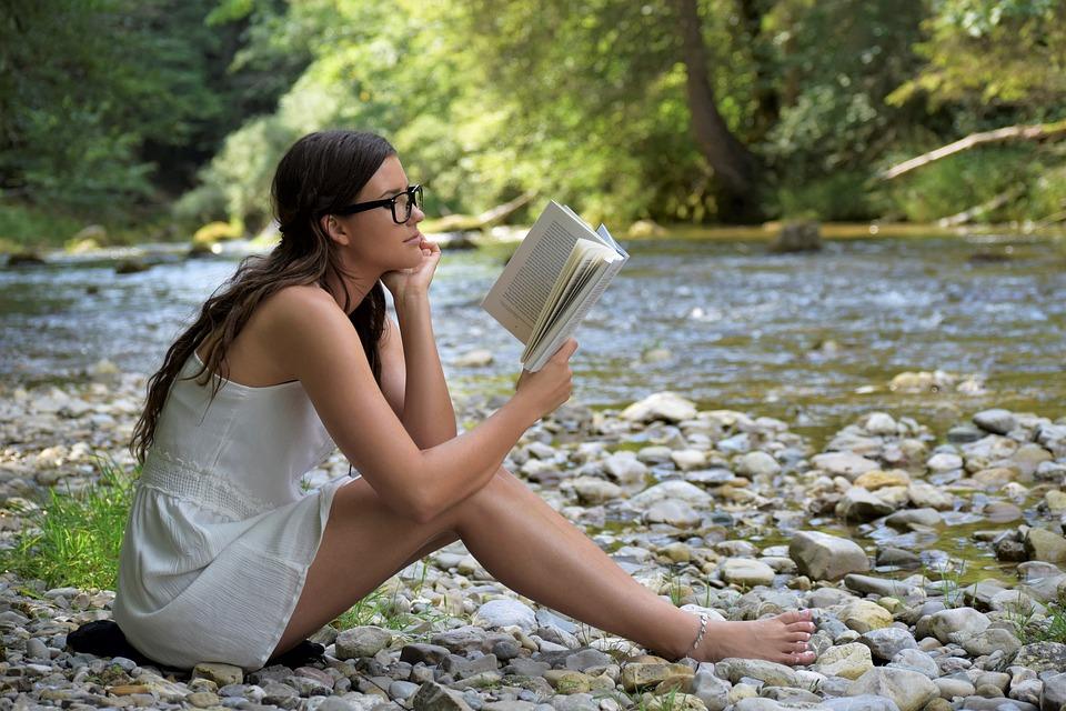 Pourquoi les jeunes lisent de moins en moins les livres?